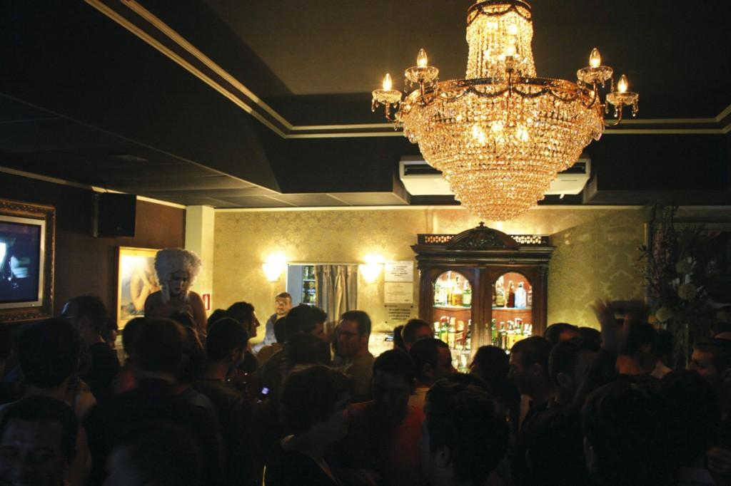 museo bar gay barcelona