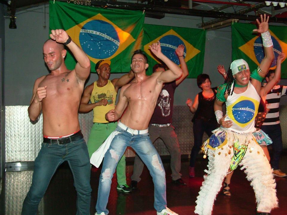 gay club barcelona metro