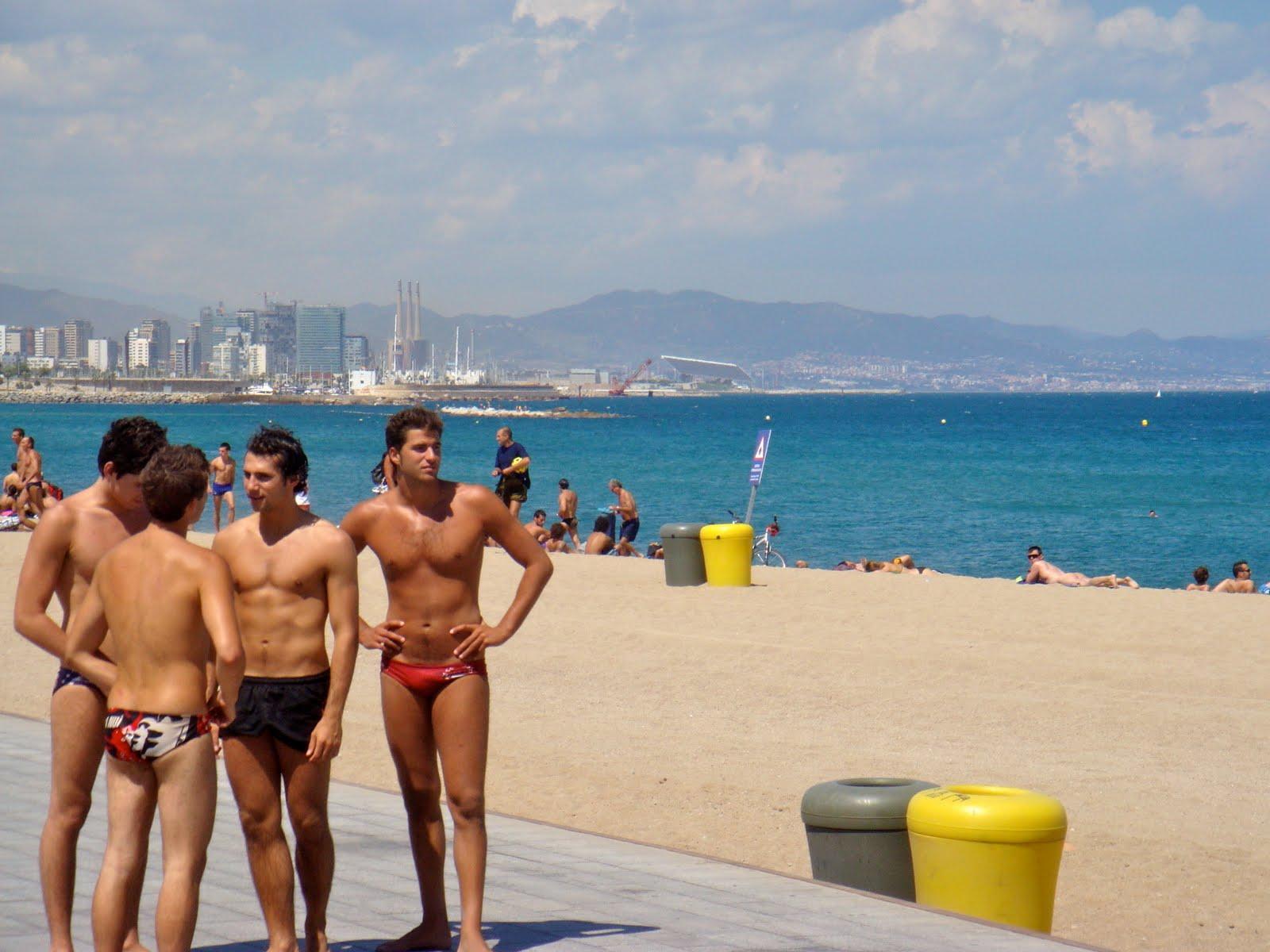 La guía definitiva de las playas nudistas de Barcelona!