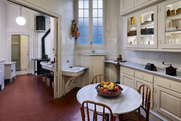 Cocina Interior La Pedrera Gaudi Barcelona Dosde Publishing