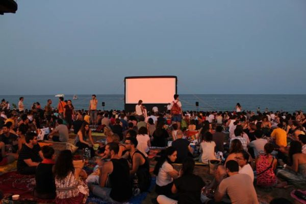 Бесплатное кино на барселонском пляже