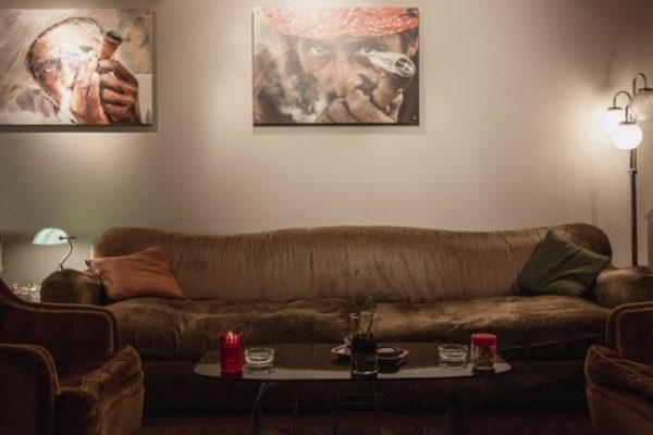 Couch With Moroccan Men Circulo Cannabis Social Club Review 770×430