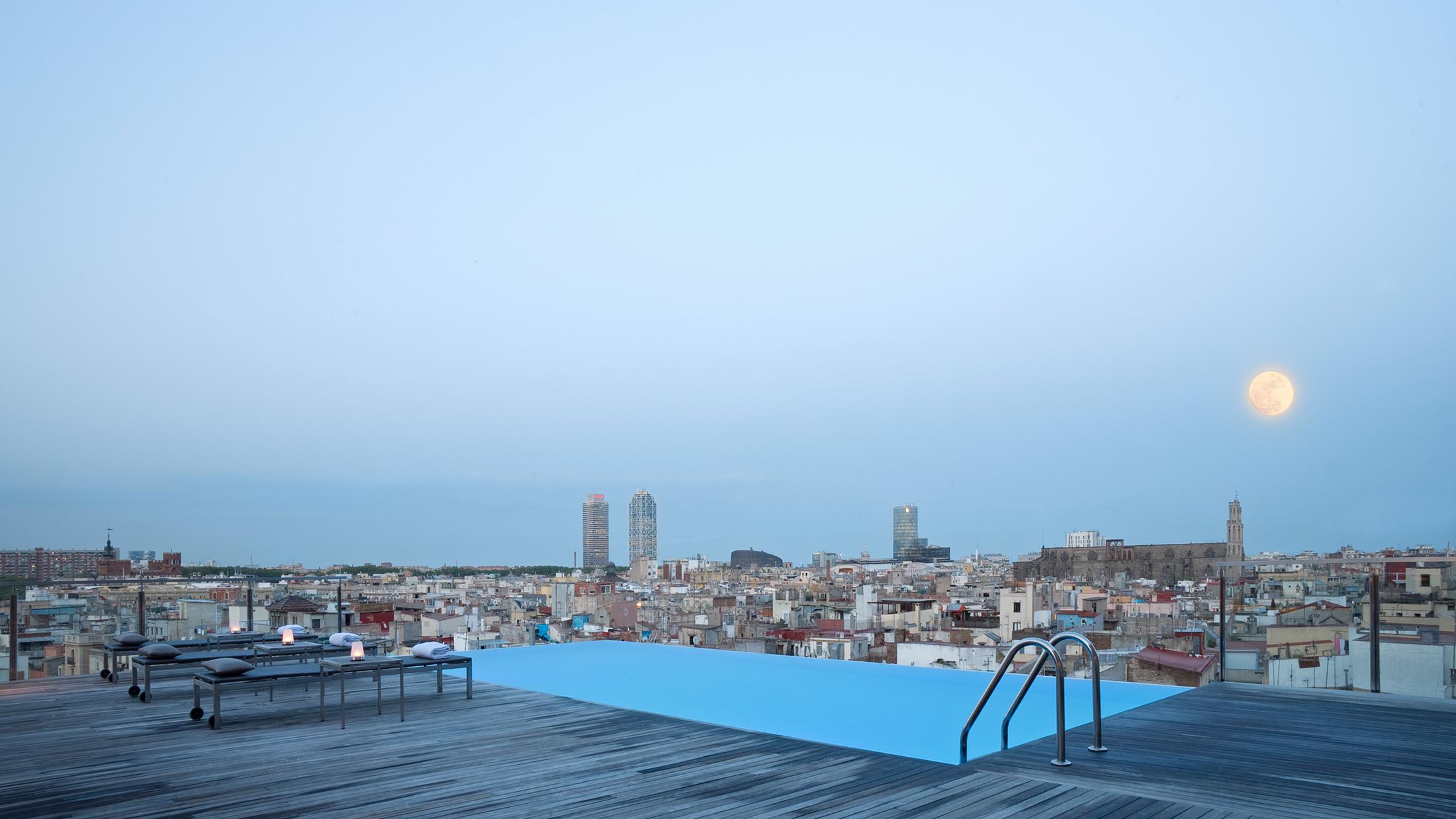 sky bar bars in barcelona. Black Bedroom Furniture Sets. Home Design Ideas