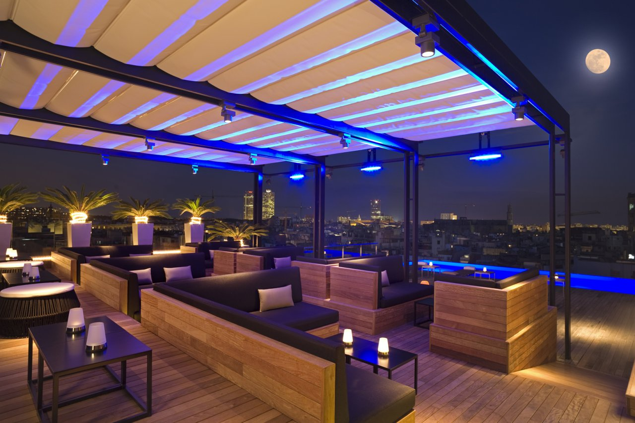 Sky bar bars in barcelona for Sky design hotel