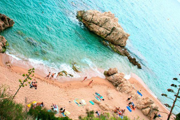 Пляж около городка Sant Pol De Mar