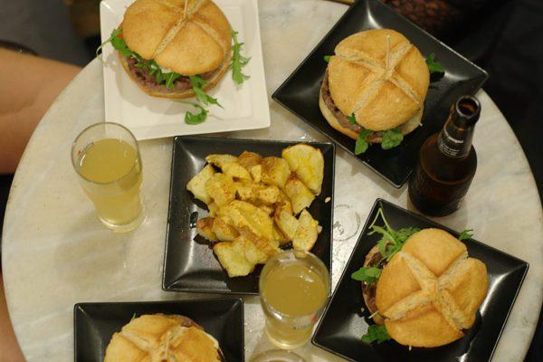 Burgeri V Barcelone (1)