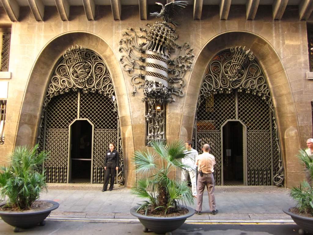 Palau Guell (Guell Palace) - Барселона Путеводитель Happyinspain