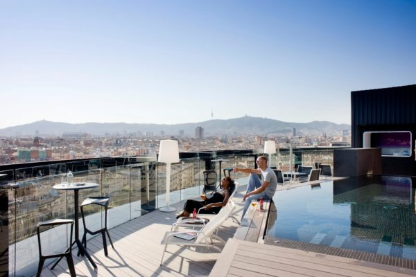 Bar en la azotea de 360 ° en el Hotel Barcelo