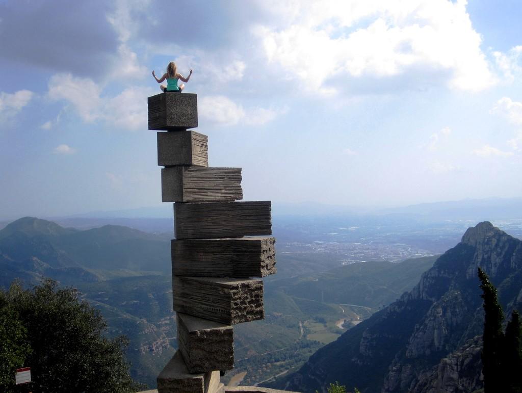 Montserrat Mountain Ec697dbfde36ec123aa62c79fa0cbb1b