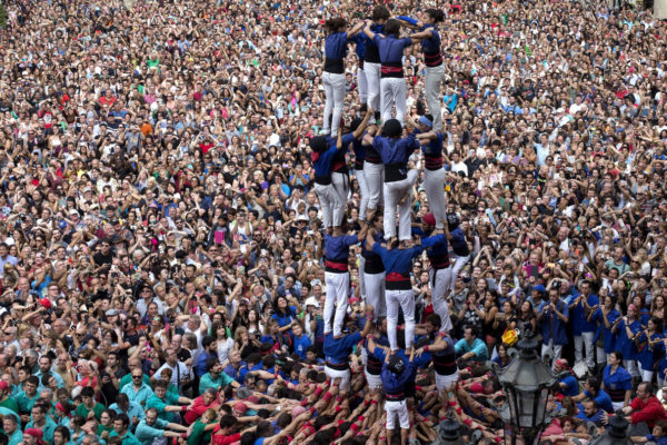 GRA276. BARCELONA, 24/09/2016.- De Los Castellers Gràcia, During his performance at Plaza de Sant Jaume Today In Las Fiestas de la Merce. EFE / Quique Garcia