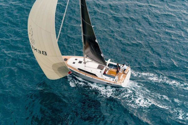 Barcelona Sail boat Beneteau Oceanis 411 6