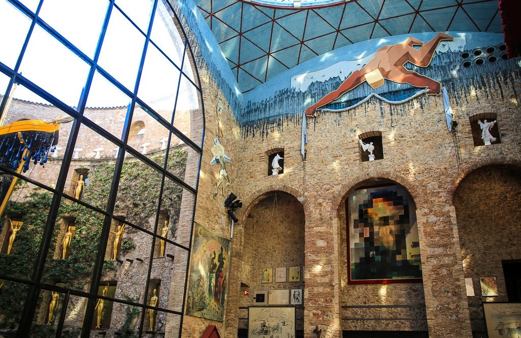Museo Dali Figueres.Museo Dali De Figueres Y Girona Barselona Putevoditel Happyinspain